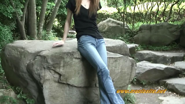 Outdoor shooting! Style too good Ena chan walking jeans crotch focus intensively! #2