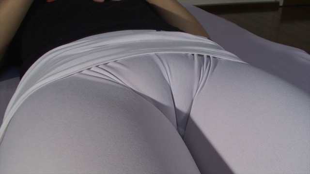 Mons pubis Cameltoe of white spats of married woman!
