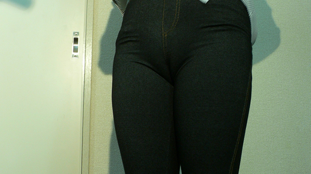 Plump crotch a married woman of plump ass soft jeans! #2
