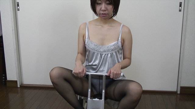 Pantyhose panty full view tricycle rowing of erotic married woman in dress!