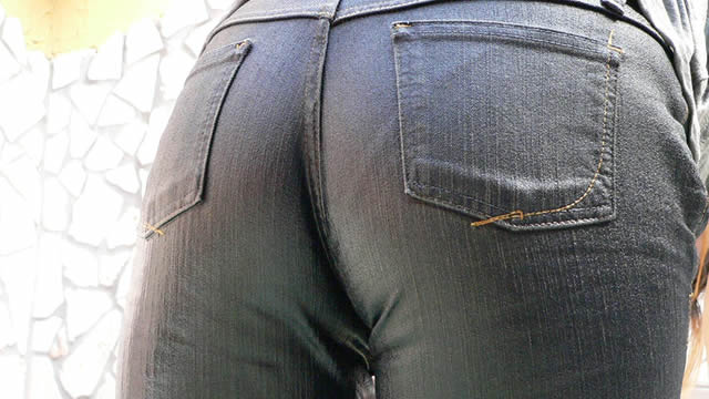 Jeans Moriman daughter wet with clothes!