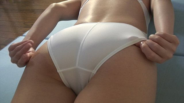 Wearing a white swimsuit married woman of plump hip!