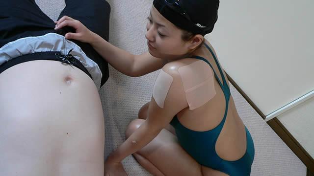 Swimmer Tanaka wears a swimsuit and handjobs!