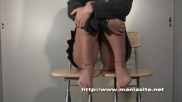Glass plate close crotch between chairs! #1