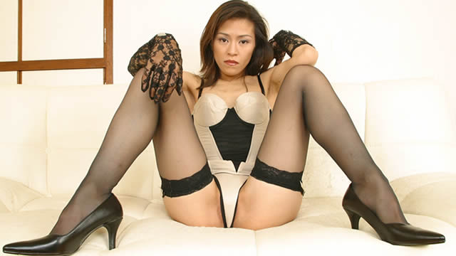 Provocative open legs of beautiful legs with sharp!
