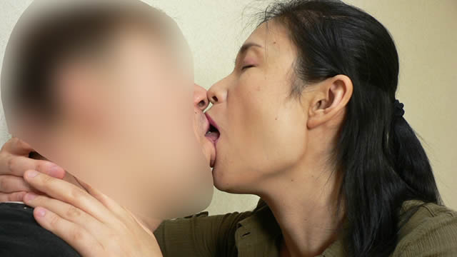 Soggy rich kiss with married woman! #1