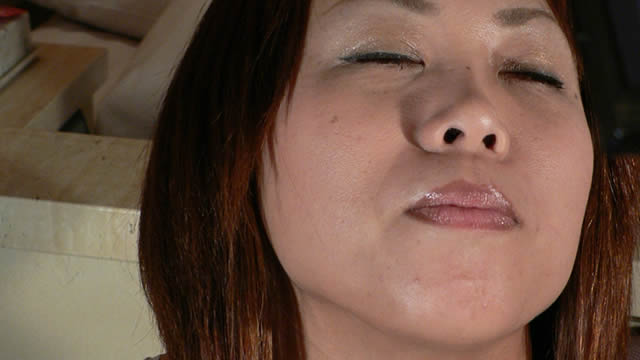 Maria who is good at handjob this time makes a squid with a kiss face!